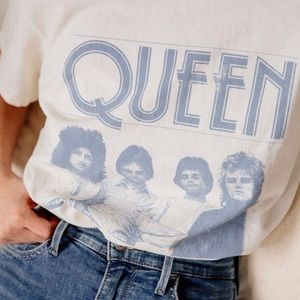 URBAN OUTFITTERS QUEEN TEE